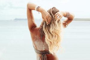 come trattare i capelli al sole